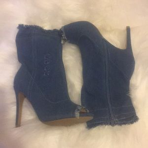 Wild diva blue jeans high heels 🌹